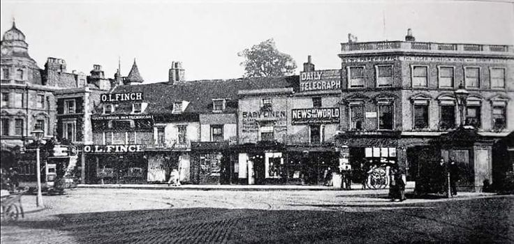 Camberwell Green (25-18) c.1895 A bank (Lloyds?) to the left side and the Tiger pub to the right side.