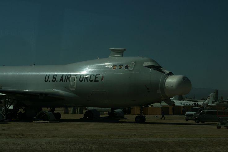 De YAL-1 is uniek: een 747 vrachtvliegtuig, omgebouwd om een enorme laser mee te nemen. Het idee was om er ballistische raketten mee uit de lucht te schieten. Dat werkte wel, maar was toch behoorlijk onpraktisch. Na 8 jaar testen is hij in 2012 naar de Boneyard gevlogen, waar hij gesloopt wordt.