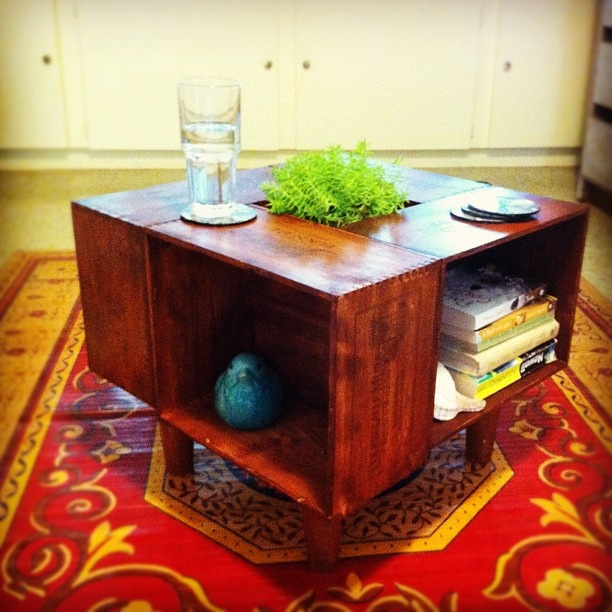 Best 25 wine crate coffee table ideas on pinterest diy for Vintage wine crate coffee table