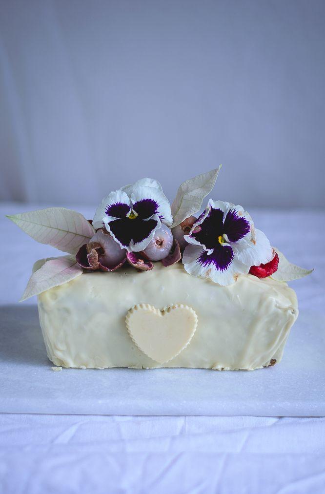 Para o São Valentim pensei em algo simples, com sabores exóticos e com um toque de love.   A combinação de sabores já tinha experim...