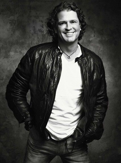 Carlos Vives (Born: August 7, 1961, Santa Marta, Colombia) is a Colombian singer, composer and actor.