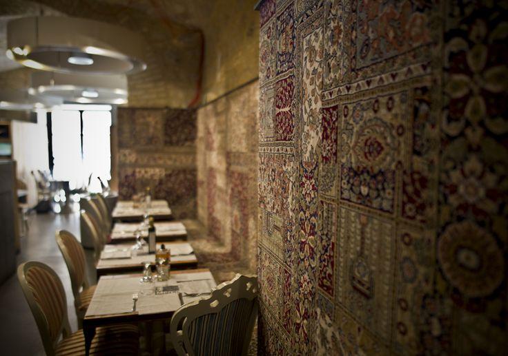 Un primo piano, meritato... per i Tappeti d'Oriente sulla parete di fondo... #ristoranteroma #sanmarco #pizzeriaviatacito