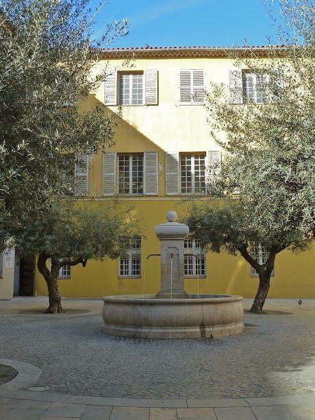 Toulon (Var) - Place Paul Comte - photo Marie J