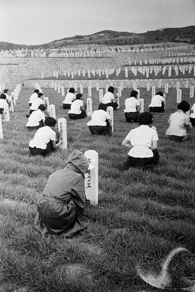 Seoul National Cemetery, Hyeonchung-ro, Seoul, South Korea, 1960, photograph by Han Youngsoo.