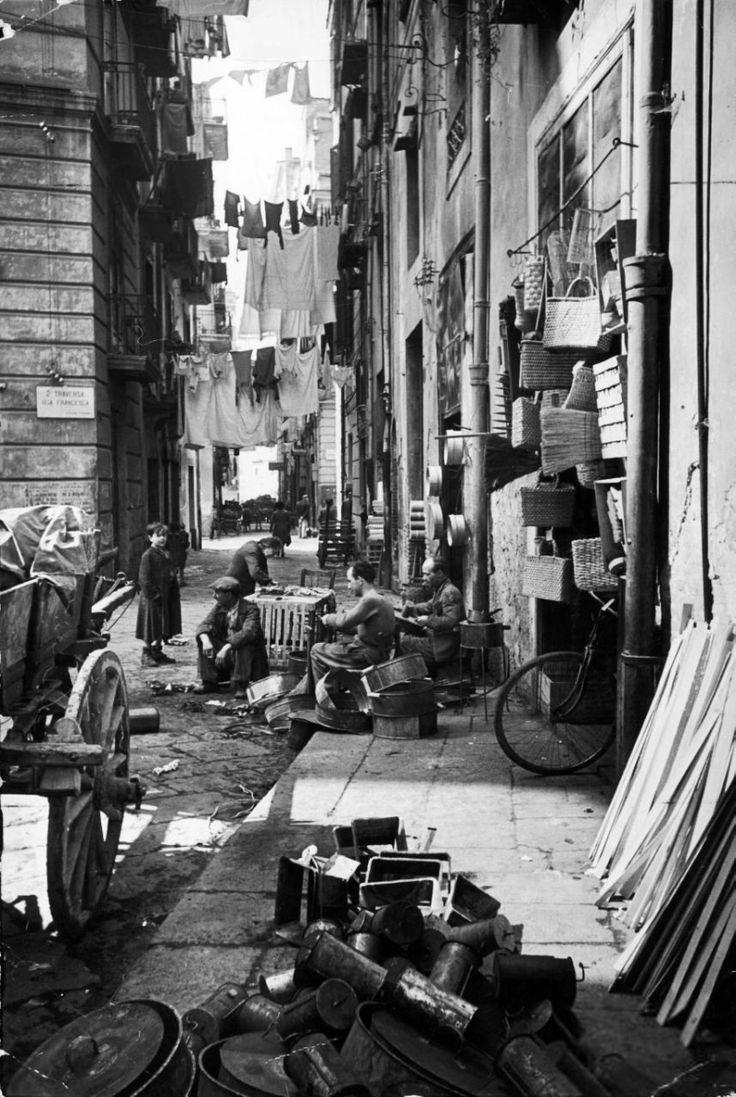 Italy. Street Scene, Naples, 1947 // Photo by Alfred Eisenstaedt