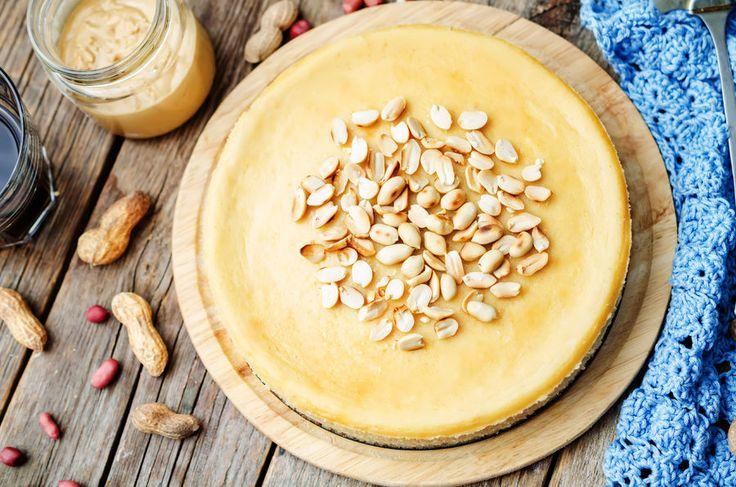 Ciasto bez pieczenia: wegański sernik z masłem orzechowym, fot. Fotolia