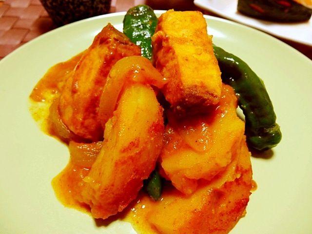 カジキ、ジャガイモ、玉葱、ししとうをインド料理のサブジ風にカレー粉等で蒸し煮にしてます! - 12件のもぐもぐ - カジキのカレー蒸し煮 by nene0503