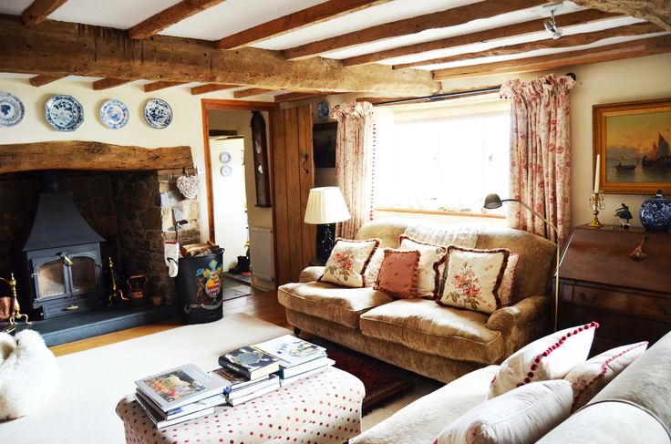 Cosy country living room www.suescammellinteriors.co.uk