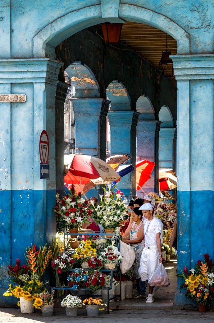 A flower market in Old Havana #Cuba #insightCuba #travel