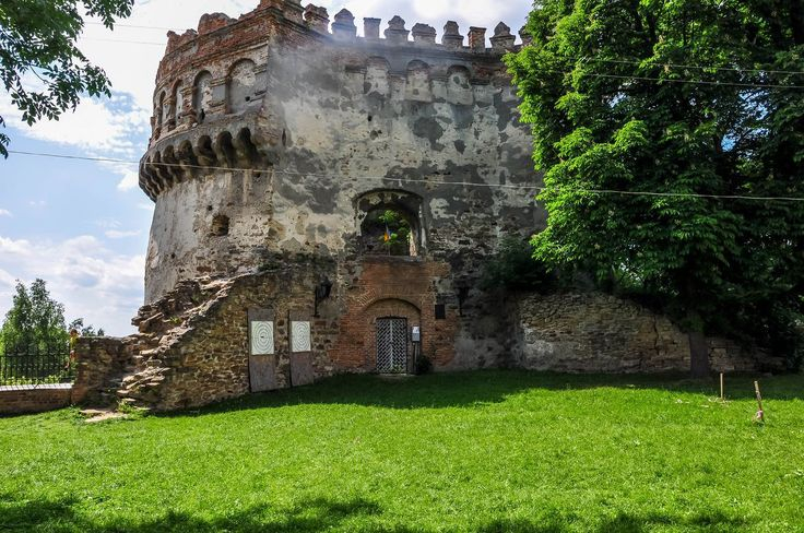 внутренний дворик острожзкого замка
