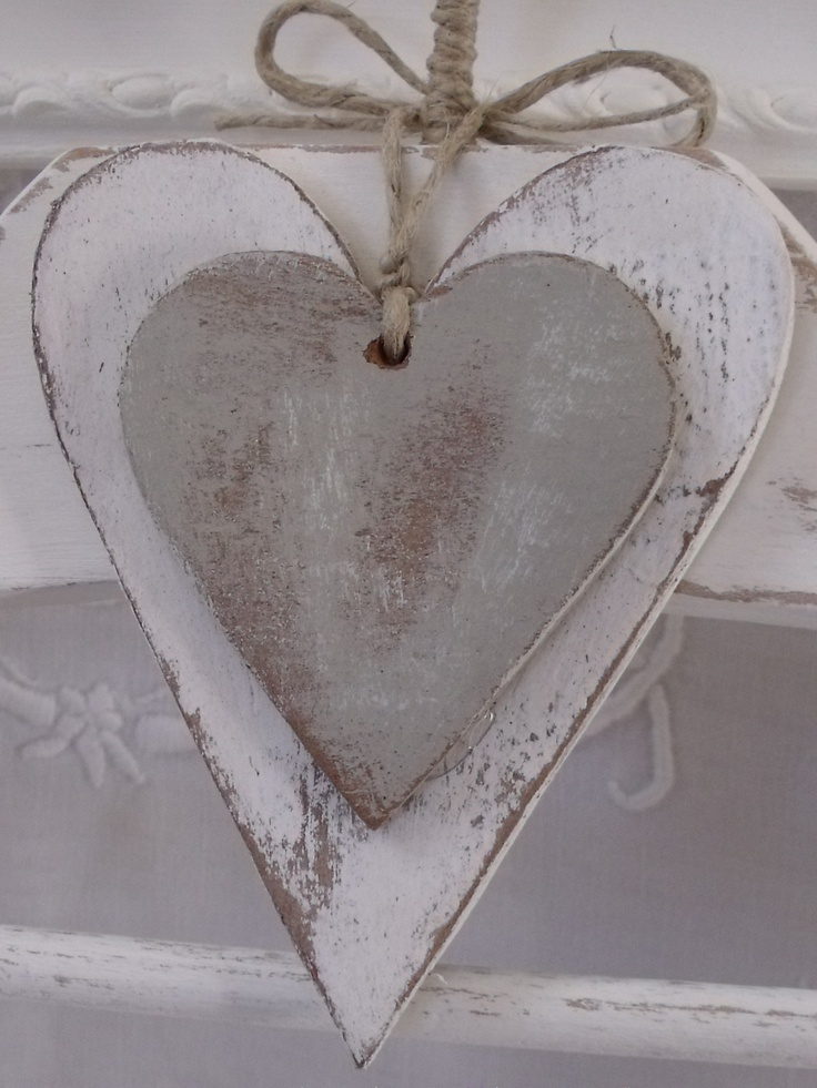 Rustic heart ornaments for a Valentine's day decoration! We have a gorgeous collection of wooden hearts that are ready to be decorated. Solid chubby wooden hearts with hook and rope, pale wooden heart ornaments, wooden heart gift tags – the list is endless! Pick up your favourite at www.craftmill.co.uk