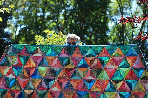Quilt #quilt: Quilts Quilts, Quilts Patterns, Batik Quilts, Pretty Colors, Flowers Quilts, Pretty Quilts, Bright Colors, Mn Quilts, Triangles Quilts