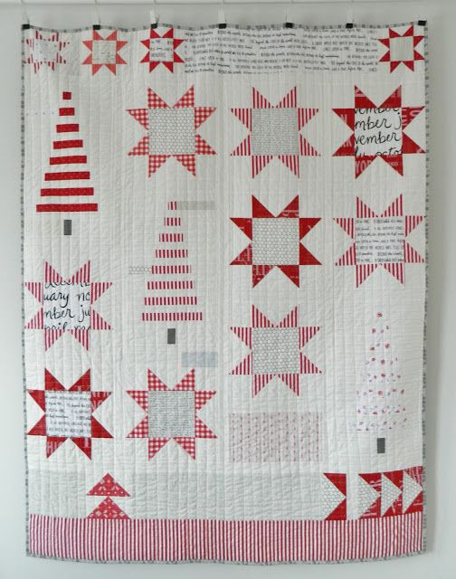 I finished my Christmas quilt over the weekend and what better time to show it off than few days before Halloween, right ? :)  I know I say it a lot, but I really, really love how this quilt turned ou