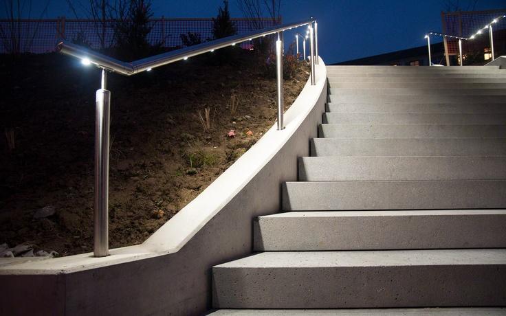 Q-lights (lighted balustrade) by Q-Railing. Sharp concrete finish on steps.