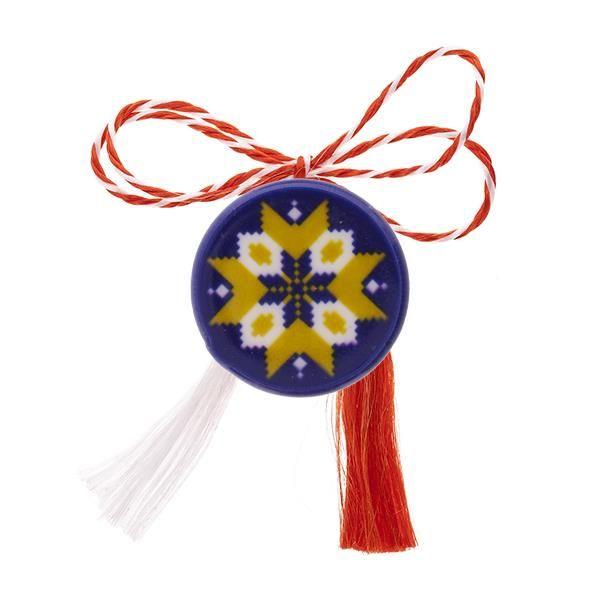 Broșă mărțișor tip pin cu Floare galbenă pe fundal albastru
