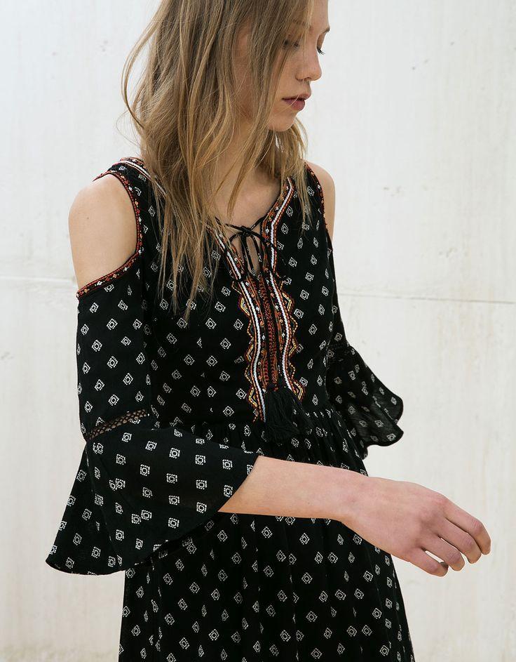 Print dress off shoulder neckline embroidery - Dresses - Bershka Mexico