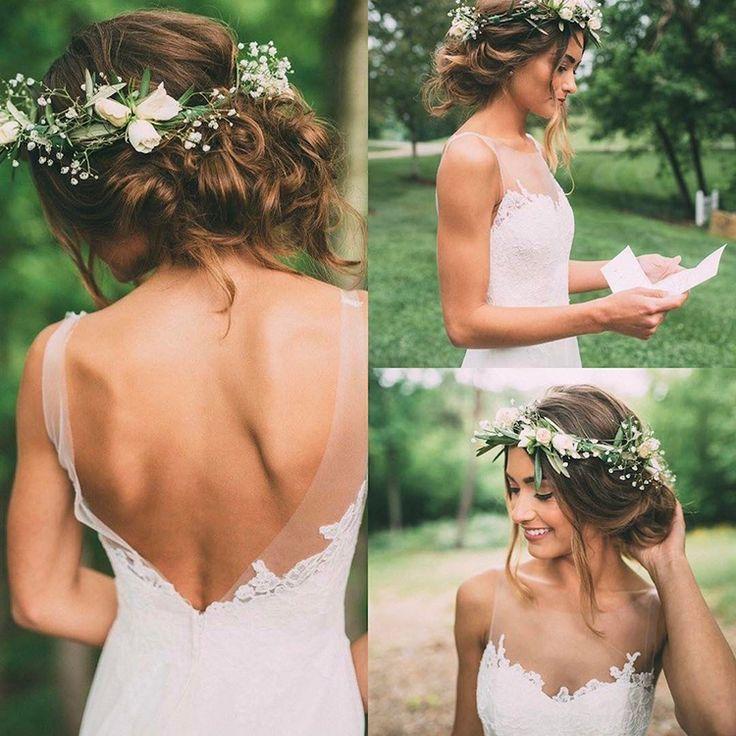 Braut mit loser Hochsteckfrisur und Blumenkrone vo…