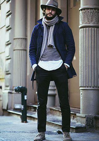 紺ショートトレンチコート×黒パンツのモードな着こなし(メンズ) | Italy Web
