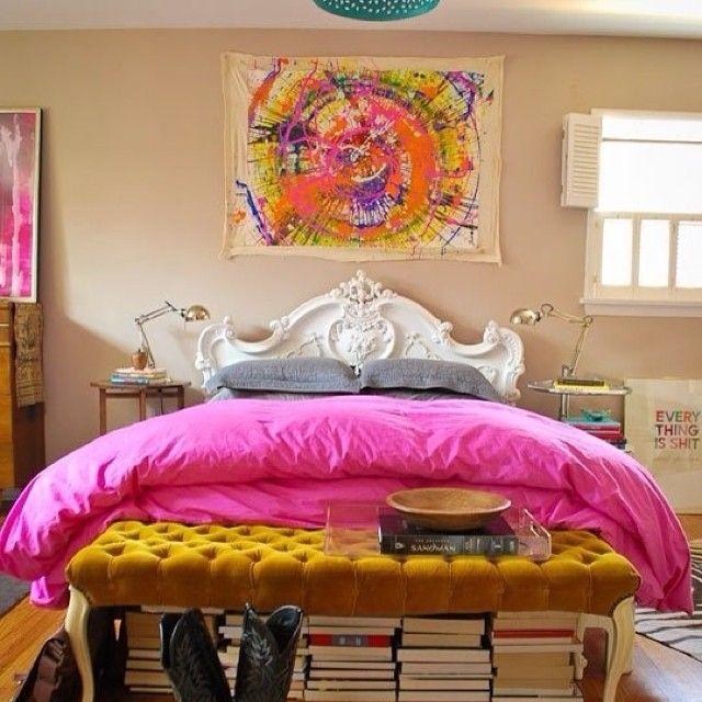 Какое настроение такое и пение😜🎶  #яркий #картина #интерьер #цвет #розовый #желтый #белый #кровать #спальня #стиль #эклектика #дизайн #декор #декорирование #идеи #kashtanovacom #interior #decor #design