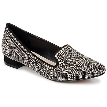 Studs and more studs are present in this Carvela slipper. Big and small, they give this shoe style all while highlighting the forefoot and the heel. Put a bit of rock and roll into your outfits. - Colour : Black - Shoes Women £ 73.15
