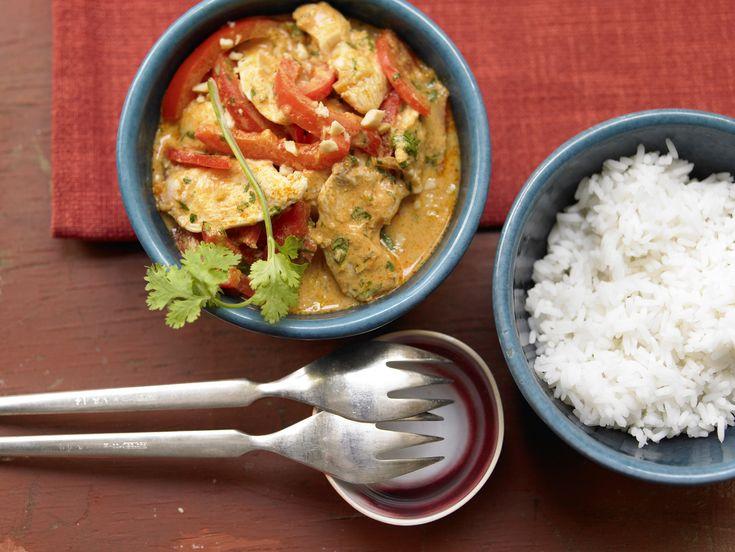 Hähnchen-Erdnuss-Curry - mit Paprika und Koriander - smarter - Kalorien: 597 Kcal - Zeit: 15 Min. | eatsmarter.de
