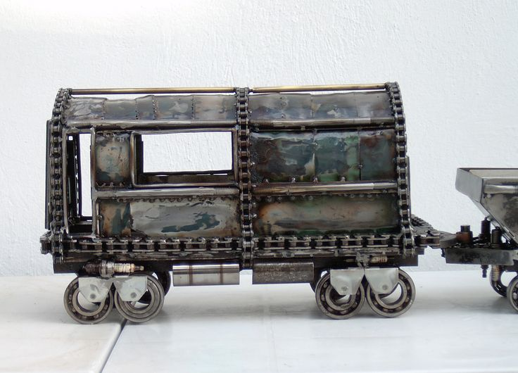 Train, Unique artwork made by artist Yiannis Dendrinos, Welded metallic parts, Anti-rust varnished for indoor use, Dimensions 30 x 30 x 100 cm