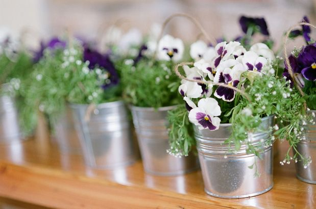 So pretty...easy and inexpensive decorations and wedding favors!    #wedding