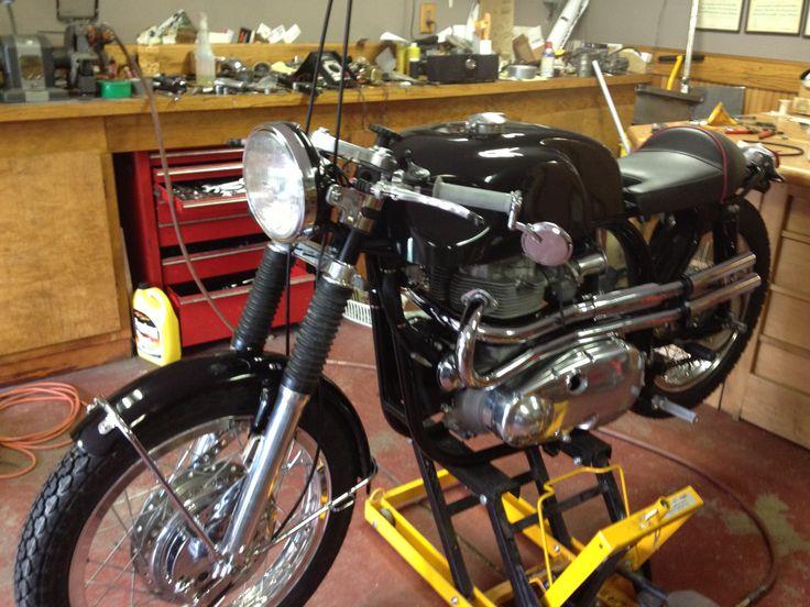 Kawasaki w2tt , Norton frame , Suzuki front forks