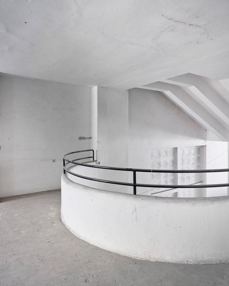 HOTEL AVION / Iconic functionalism hotel in the city center of Brno by architect Bohuslav Fuchs. Renewing project by Eva Jiřičná architect / #architecture #functionalism #archphotography #phaseone #cambo #cambocamera #schneiderkreuznach #f16 #photography #bohuslavfuchs #luxfer #hotel #renew #evajiricna @kivaphoto