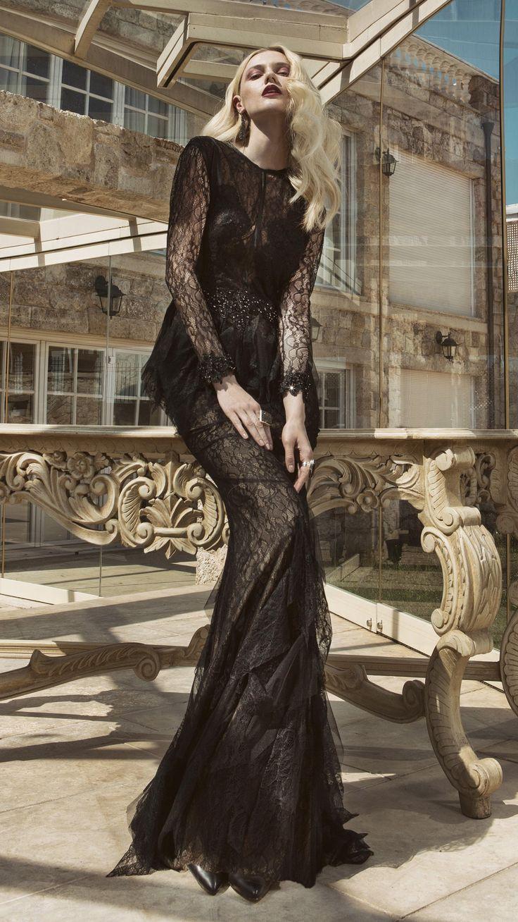 Viste de elegancia, viste el color negro, vestido de noche elegante