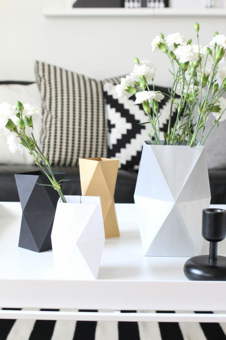 DIY Origami Planter Sleeve (nurin-kurin) | DIY 2: http://madame-citron.fr/cache-pot-papier/ | TEMPLATE: http://ohhappyday.com/2012/11/faceted-vase-diy-free-template/