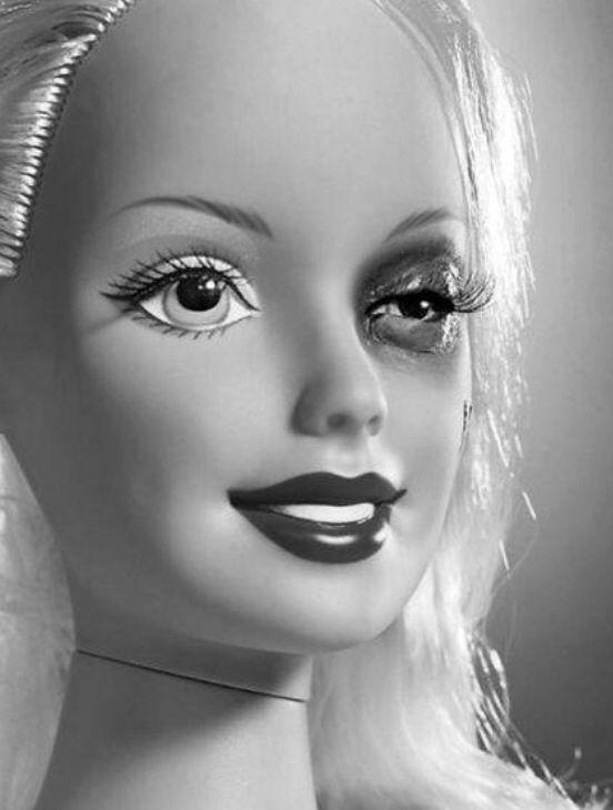 barbie femme battue trash barbie pinterest barbie. Black Bedroom Furniture Sets. Home Design Ideas