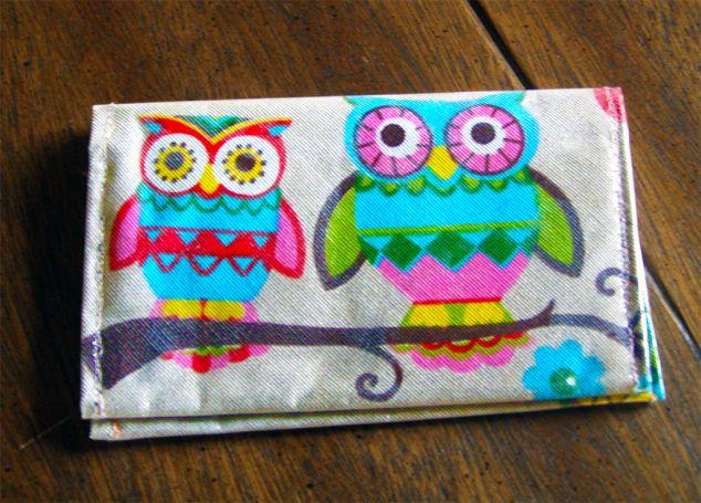 Χειροποίητη καπνοθήκη με σχέδιο υφάσματος «Κουκουβάγια» #owl (σύμβολο σοφίας), με πλαστικοποίηση για προστασία από λεκέδες.  Η καπνοθήκη περιλαμβάνει στο εσωτερικό της τσεπάκι για αναπτήρα, τσεπάκι για φιλτράκια και αρκετό χώρο για τον καπνό σας.  https://todoraki.wordpress.com/2015/08/08/owl-tobacco-case/