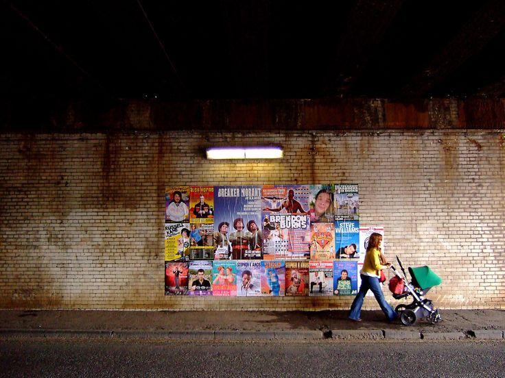 Afiches en la pared