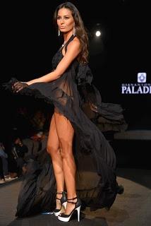 Elisabetta Gregoraci, durante la Milano fashion week di settembre 2012 ha sfilato per Paladini. Uno dei capi beachwear indossati è stato un bikini nero con copricostume nero trasparente.