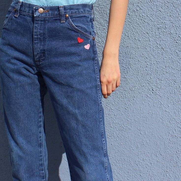 Wrangler jeans size 27. Online now.
