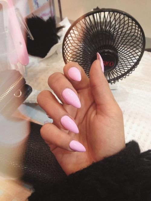 This color and type of acrylic nails are my favorite.