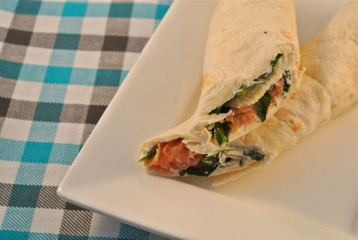 Een lekker recept voor wraps met zalm. Ideaal voor tijdens de lunch. Je kunt ze ook prima van te voren klaarmaken, in folie wikkelen en meenemen!