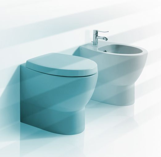 LFT22 + LFT23 | LFT spazio Ceramica Simas Back to wall WC Base. Wall or floor outlet Back to wall bidet with single tap hole base.