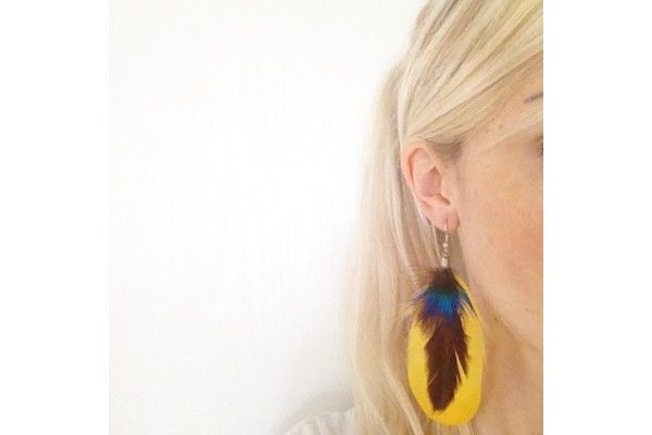 Boucles d'oreilles plumes Sauvage - bijoux en plumes - feather jewellery earring yellow color for woman