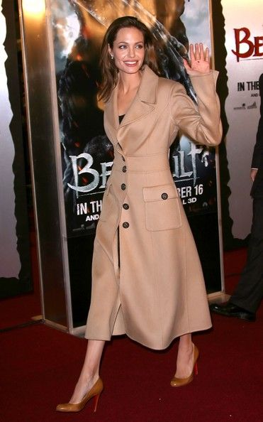 """Angelina Jolie Photos - Premiere Of Paramount Pictures' """"Beowulf"""" - Arrivals - Zimbio"""
