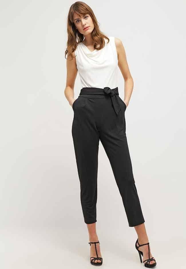 Damesmode, Esprit Collection Jumpsuit met zwart pantalon gedeelte en wit mouwloos bovenstuk MEER http://www.pops-fashion.com/?p=29119