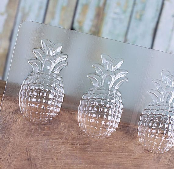 Our pineapple chocolate mold is perfect for making chocolate favors for beach weddings, parties or summer entertaining! Add a touch of gold to your chocolates by adding some of our TruColor Gold Shine