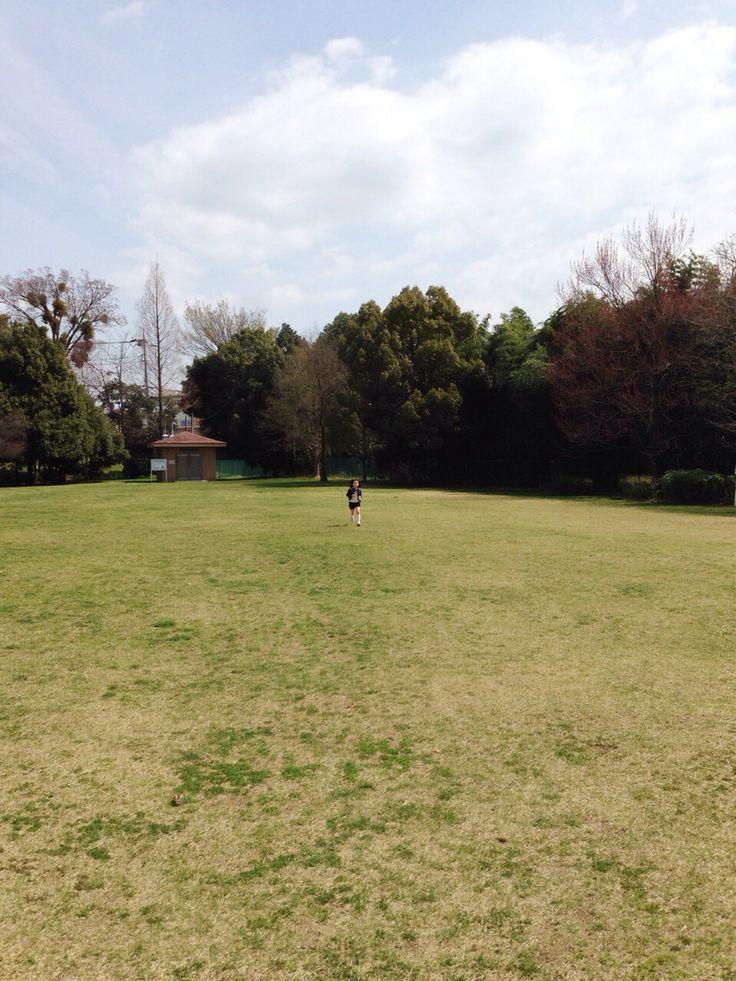 公園で走り回る、元気な長女。