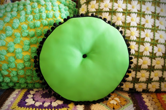 Wear The Canvas: Easy Pom Pom Throw Pillow. This is very easy to make! No sewing machine needed.