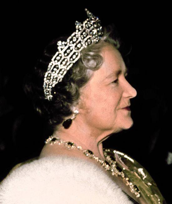 Queen Elizabeth The Queen Mother Wearing The Greville