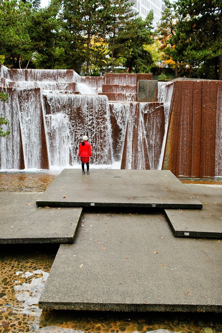 Visiting an Urban Waterfall - Ira Keller Forecourt Fountain Park (+ 25 Free Things to Do in Portland Oregon) // http://localadventurer.com