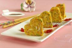 Омлет по-корейски            Время приготовления:  20 мин.   Кол-во порций: 7 шт.      Вид кухни: корейская  Вид блюда: вторые блюда  Рецепт подойдет на:  ужин, завтрак.            Ингредиенты к рецепту «Омлет по-корейски»:          Лук зе…