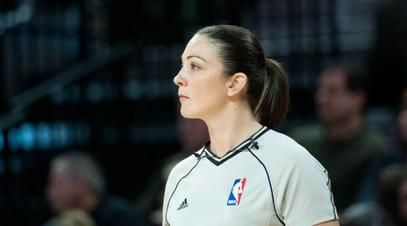 NBA, Pemain Serang Wasit Wanita -  Los Angeles harus menelan kekalahan dibantai Cleveland Cavaliers
