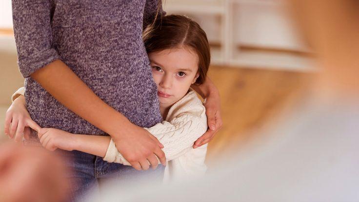 Co trzecie małżeństwo w Polsce kończy się rozwodem. Przybywa rodzin rekonstruowanych. Co za tym idzie, dorośli muszą wejść w nowe dla siebie role ojczymów i macoch. Jak to zrobić, żeby nikogo nie zranić? Jak okazywać dziecku miłość? Skąd w ogóle wiemy, jak być dobrym rodzicem? Wyjaśnia psycholog dr Jarosław Kulbat.